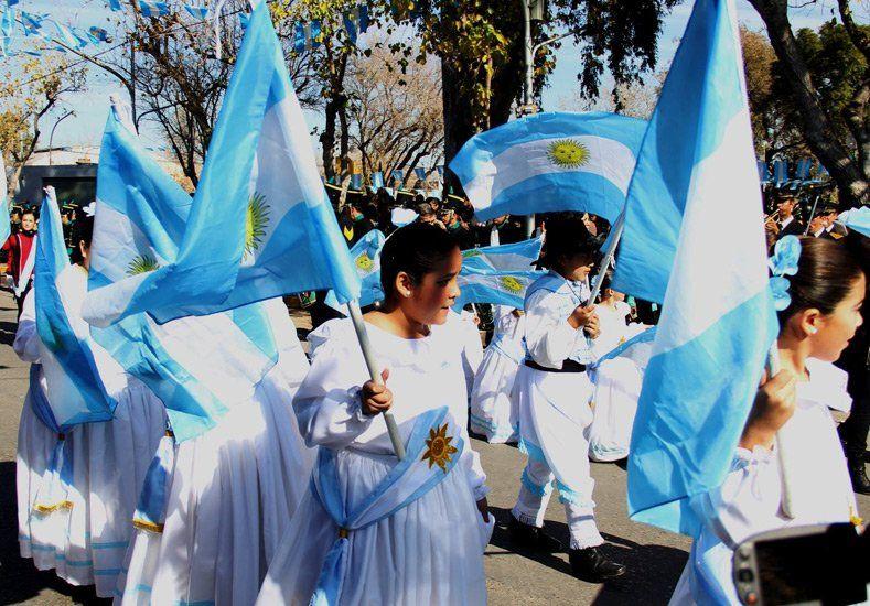 San Juan celebró el Día de la Bandera con un desfile en Pocito