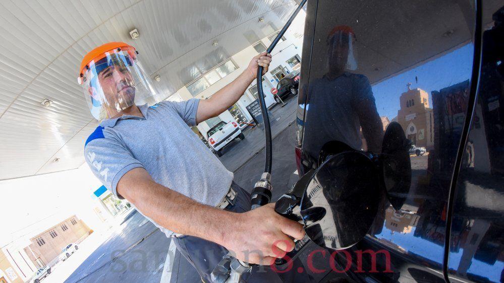 La nafta volvería a aumentar este sábado: se estima un 2%