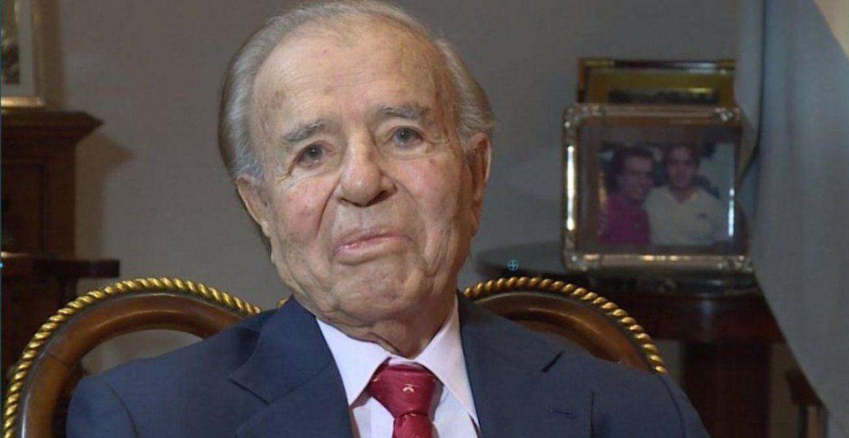 Carlos Menem salió del coma inducido y se recupera