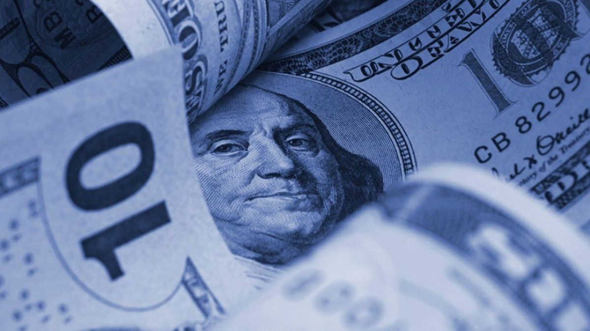 El dólar blue abrió la semana en baja
