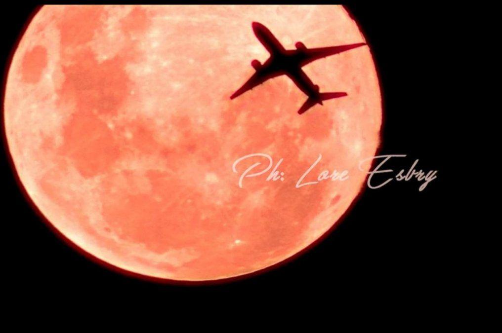 Luna llena por Lore Esbry.