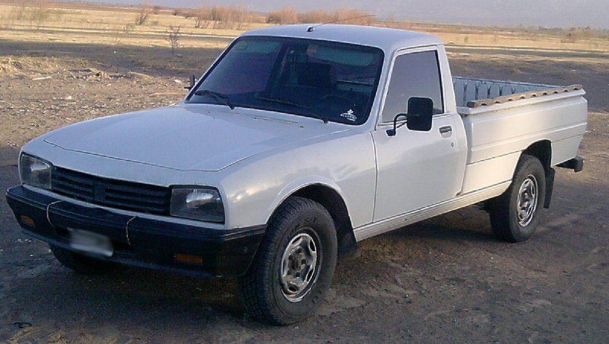 Imagen ilustrativa del tipo de camioneta que impactó a una mujer.