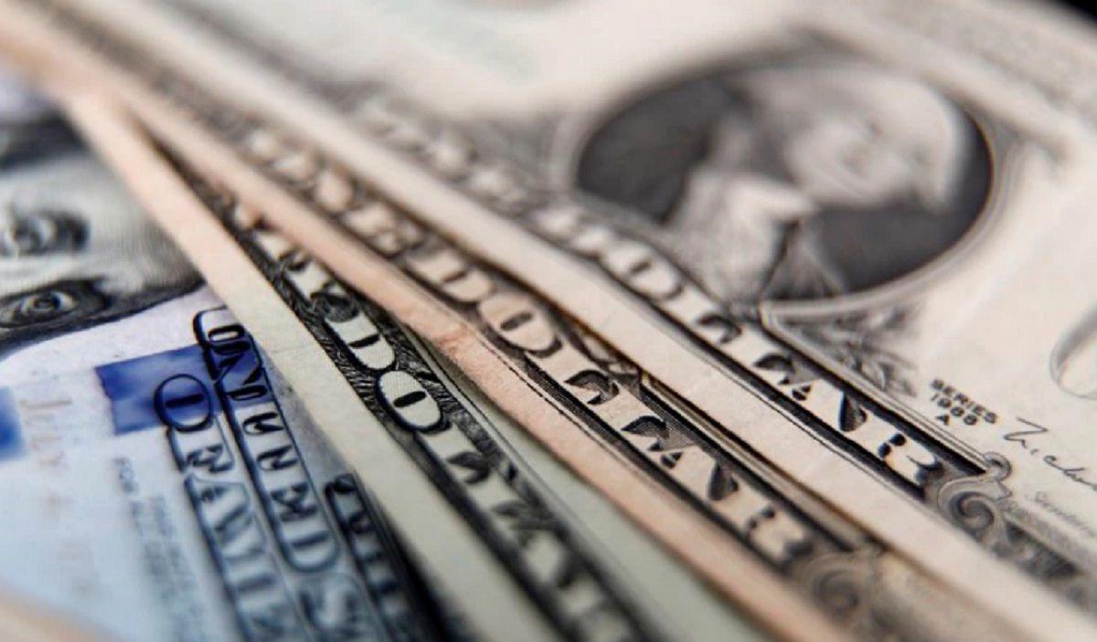 El dólar oficial cerró en alza en medio de la tensión política