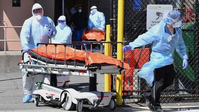 EEUU cierra escuelas y vuelven las restricciones por el nuevo pico récord de coronavirus