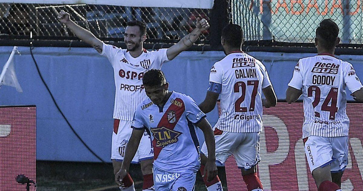 Unión se hizo fuerte en Sarandí y derrotó a Arsenal.