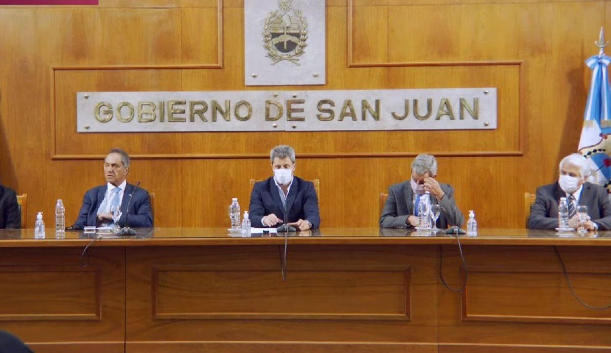 Scioli llegó a San Juan y brindó una conferencia con Sergio Uñac