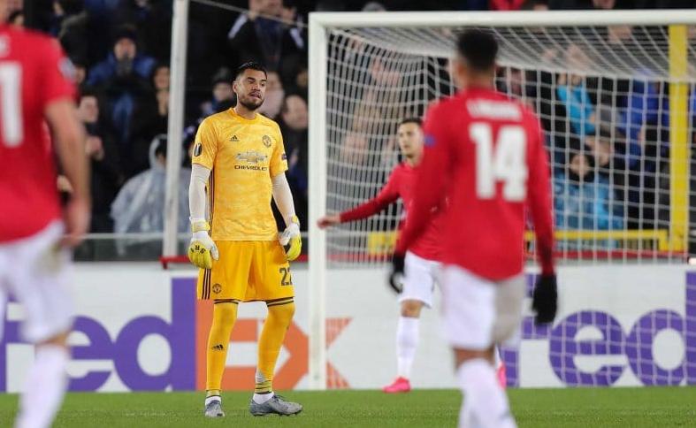 Chiquito Romero salió mal y colaboró en gol que le hicieron al Manchester en la Europa League