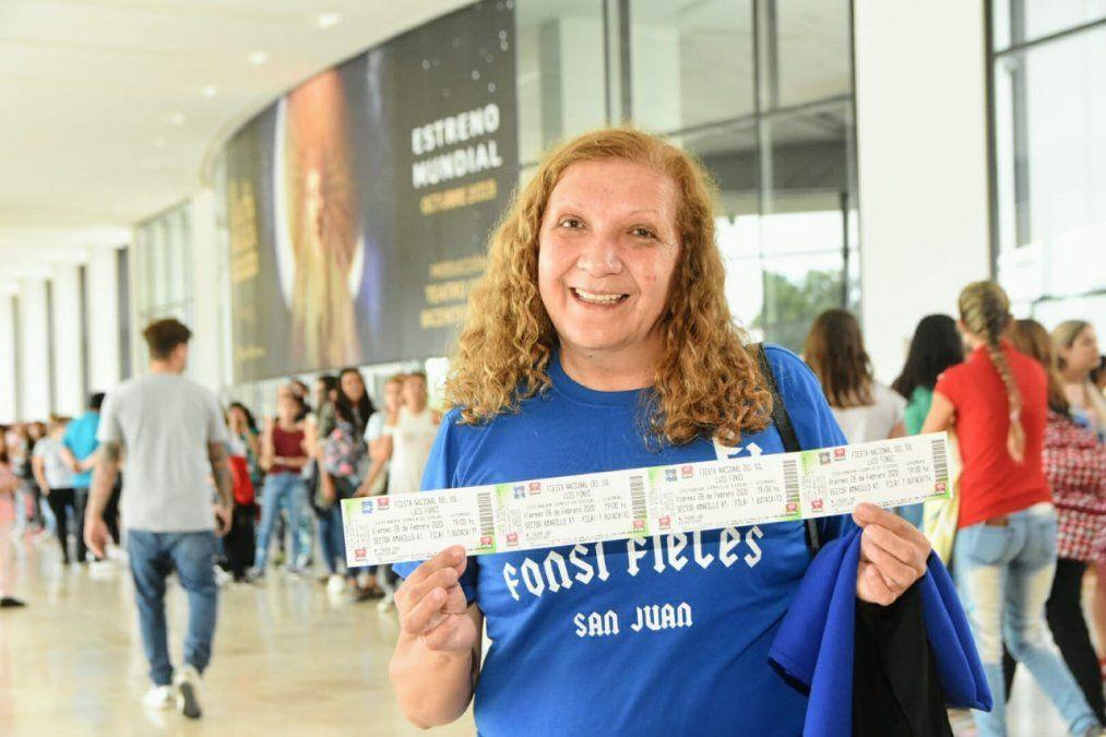 Todos quieren su entrada: largas filas en el arranque de la venta de los tickets para la FNS