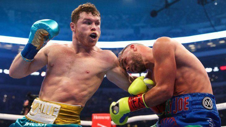 Canelo Álvarez demolió a Saunders